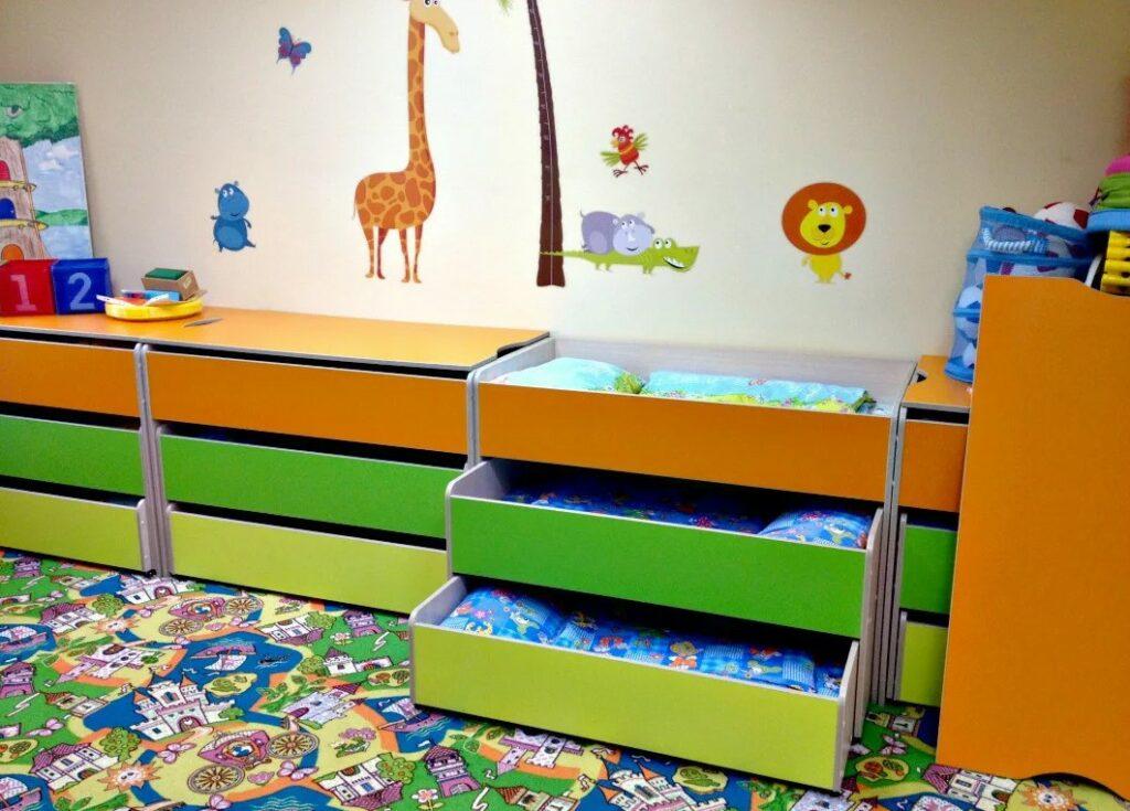 Фото разноцветного комода для группы в детский садик.
