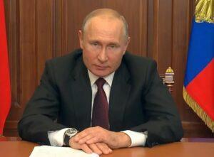 Фото президента РФ Путина В.В. в телеобращении к гражданам.