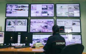 Фото, как осуществляется контроль проходных мест на улицах Москвы со стороны полиции.