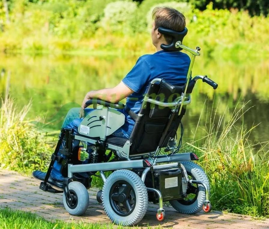 Фото инвалидной коляски с электроприводом для перевозки инвалида по улицам городов.
