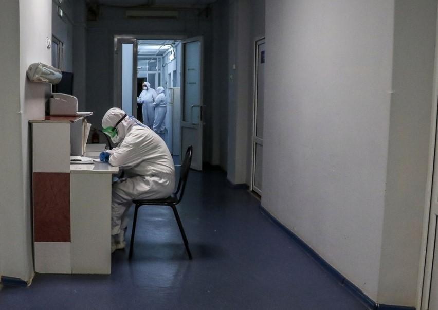 Фото из поликлиники города Москва, больница, где лечат больных коронавирусом.